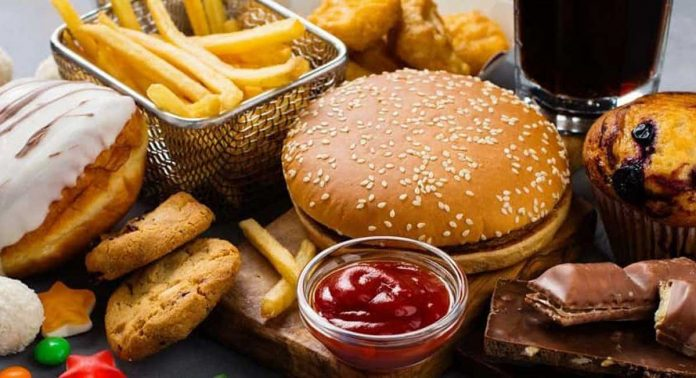 Use of junk food is spoiling the good sleep of children