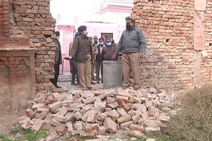 Chaotic elements vandalize SN Medical College, Agra