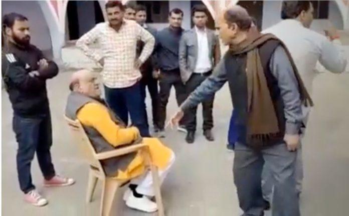 Video of former BJP MLA beaten for molestation in Varanasi video viral