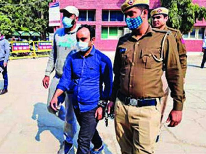 A rogue who robbed worth lakhs of jewellery from a jewellery shop was arrested