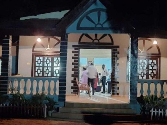 IN Mumbai Police arrested 5 people making Porn Film at the bungalow Located on Madh Island in Malad-Malwani area