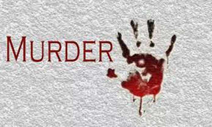 In Baghpat man murders wife and daughter reaches police station said arrest me