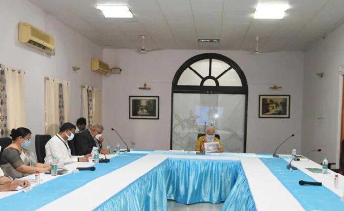 Arrogant Mamata Banerjee makes PM wait for 30 minutes Govt.