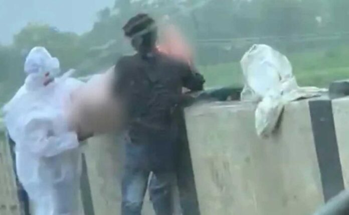 Covid Patient body is being thrown in the river in UP