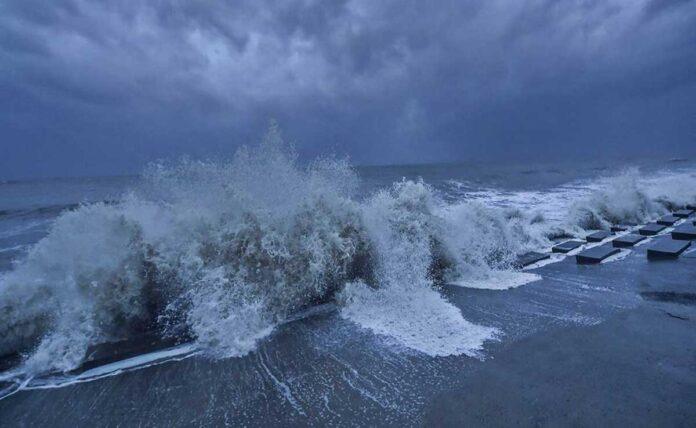 Cyclone Yaas hits northern Odisha, Bengal on high alert