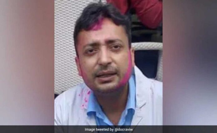 Delhi News Doctor working in hospital's Covid ward commits suicide