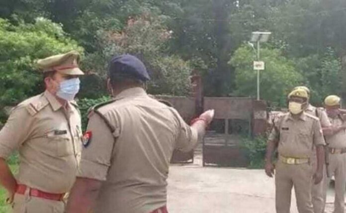 Criminals surround police jeep in UP Wanted Criminal absconding