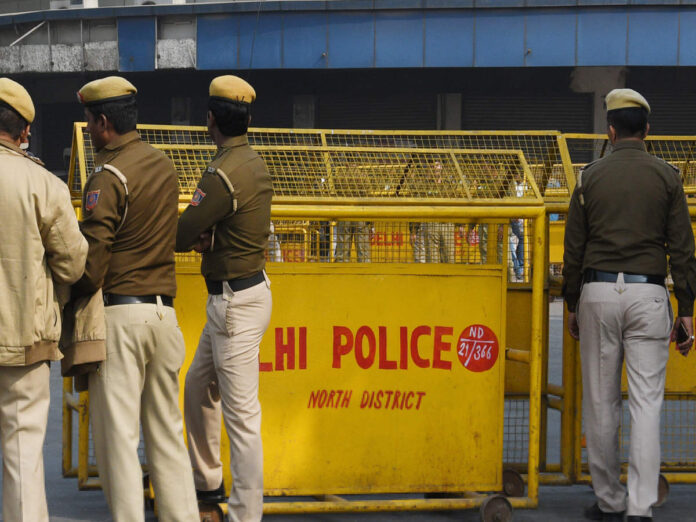 Delhi Police arrested 3 for trying to extort ₹10 lakh from businessman