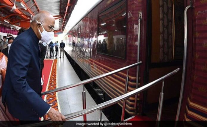President Kovind took a train from Delhi to the native village of Kanpur