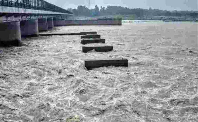 in Bhind, Madhya Pradesh 22 injured due to rain in jail barracks