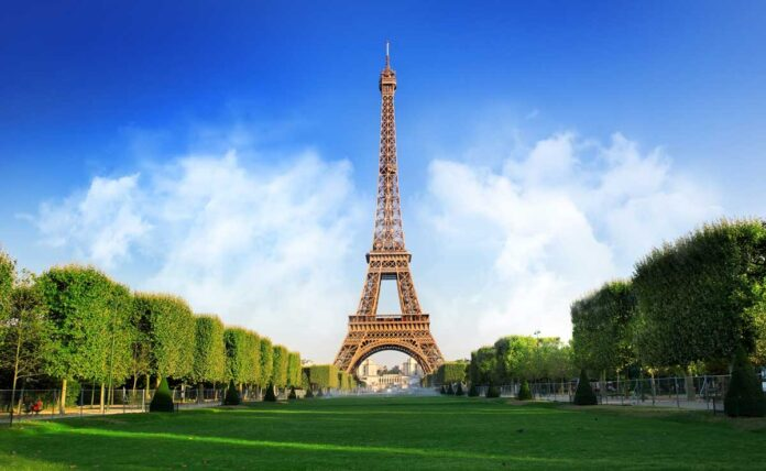 after 9 months of Covid shutdown Eiffel Tower reopens
