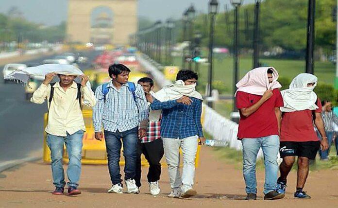 Humid morning in Delhi, minimum temperature is 24.1 degree Celsius