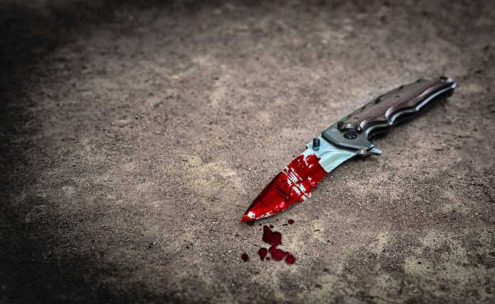After his wife murder, man went to the police station with a knife covered in blood
