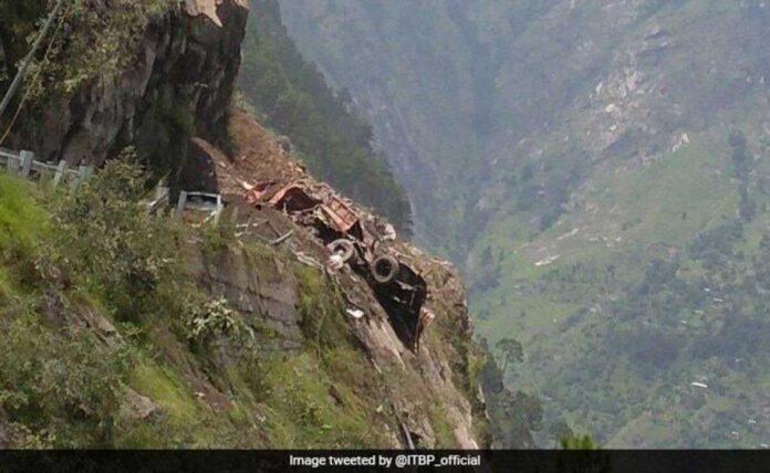 11 killed in Himachal Pradesh due to landslide, many vehicles stuck in debris