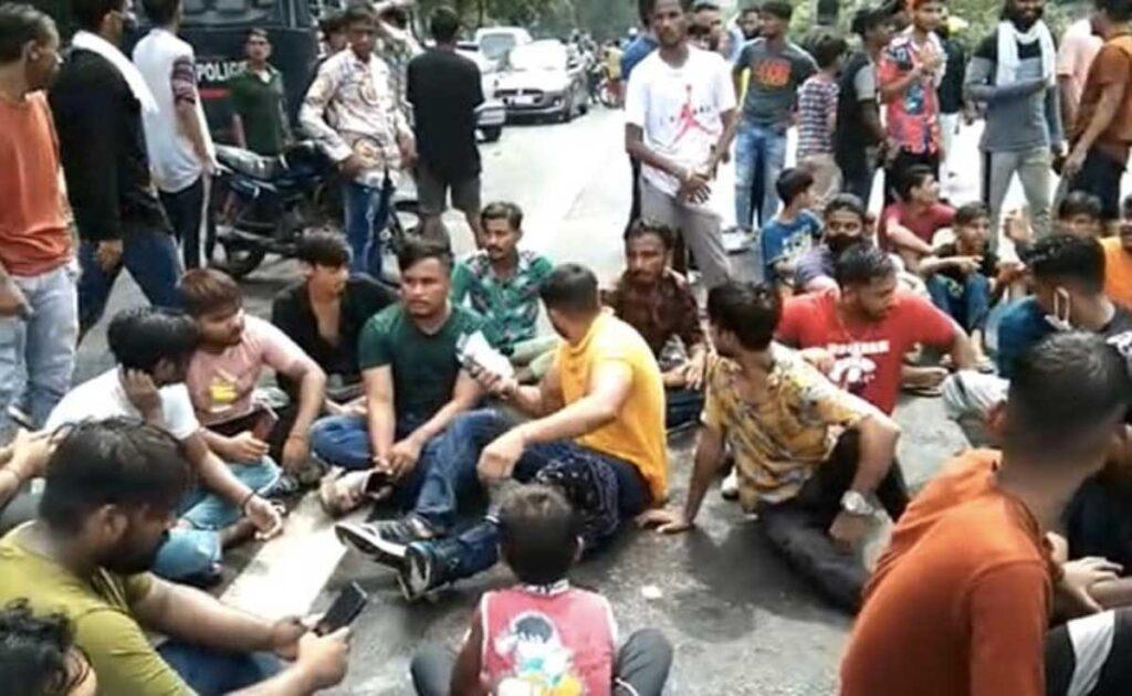 rahul gandhi meets family of 9 yr girl allegedly raped murdered in delhi