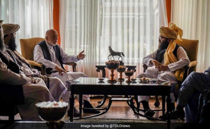 Taliban meets former Afghan President Hamid Karzai to form government