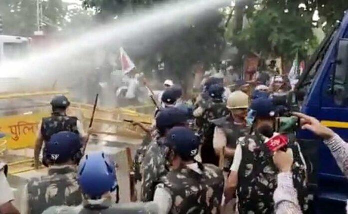 Farmers broke barricades in Haryana, water cannons used