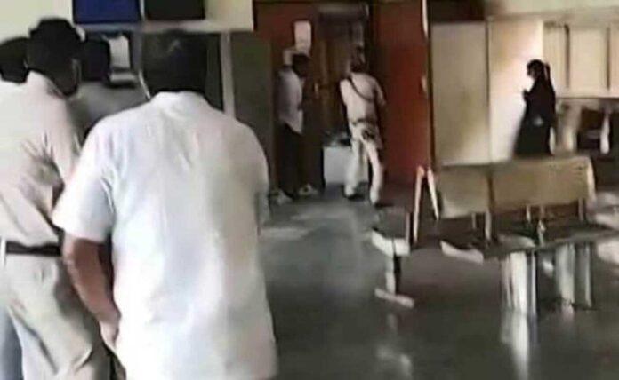 Gangster killed in Delhi courtroom along with 2 gunmen