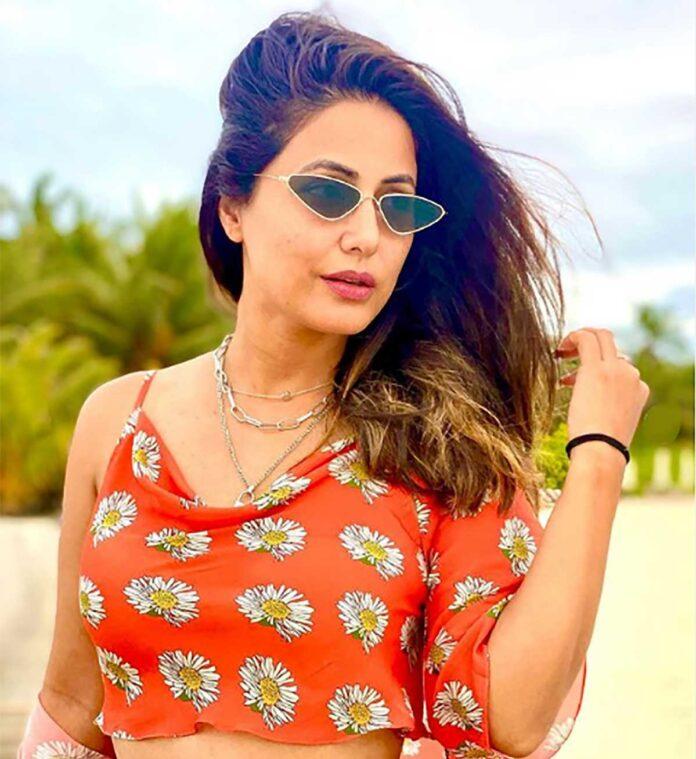 Hina Khan at beach taking sunbath View Photos