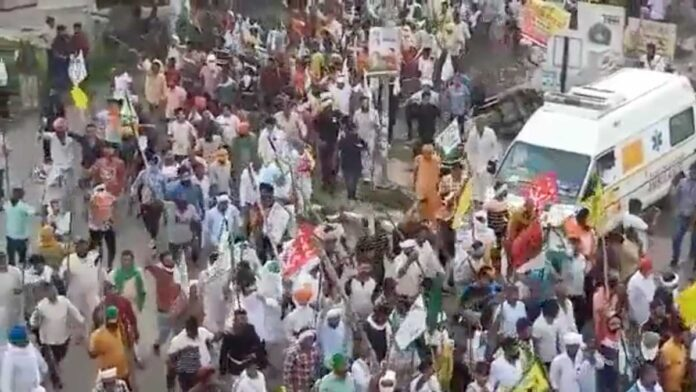 March to Haryana Mini Secretariat, farmers leaders briefly detained