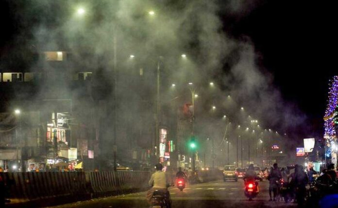 Due to pollution Diwali crackers banned in Delhi