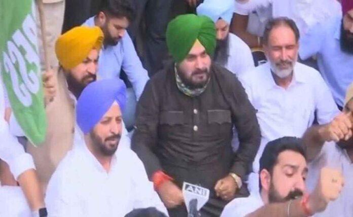Navjot Sidhu warns up govt over Priyanka gandhi arrest